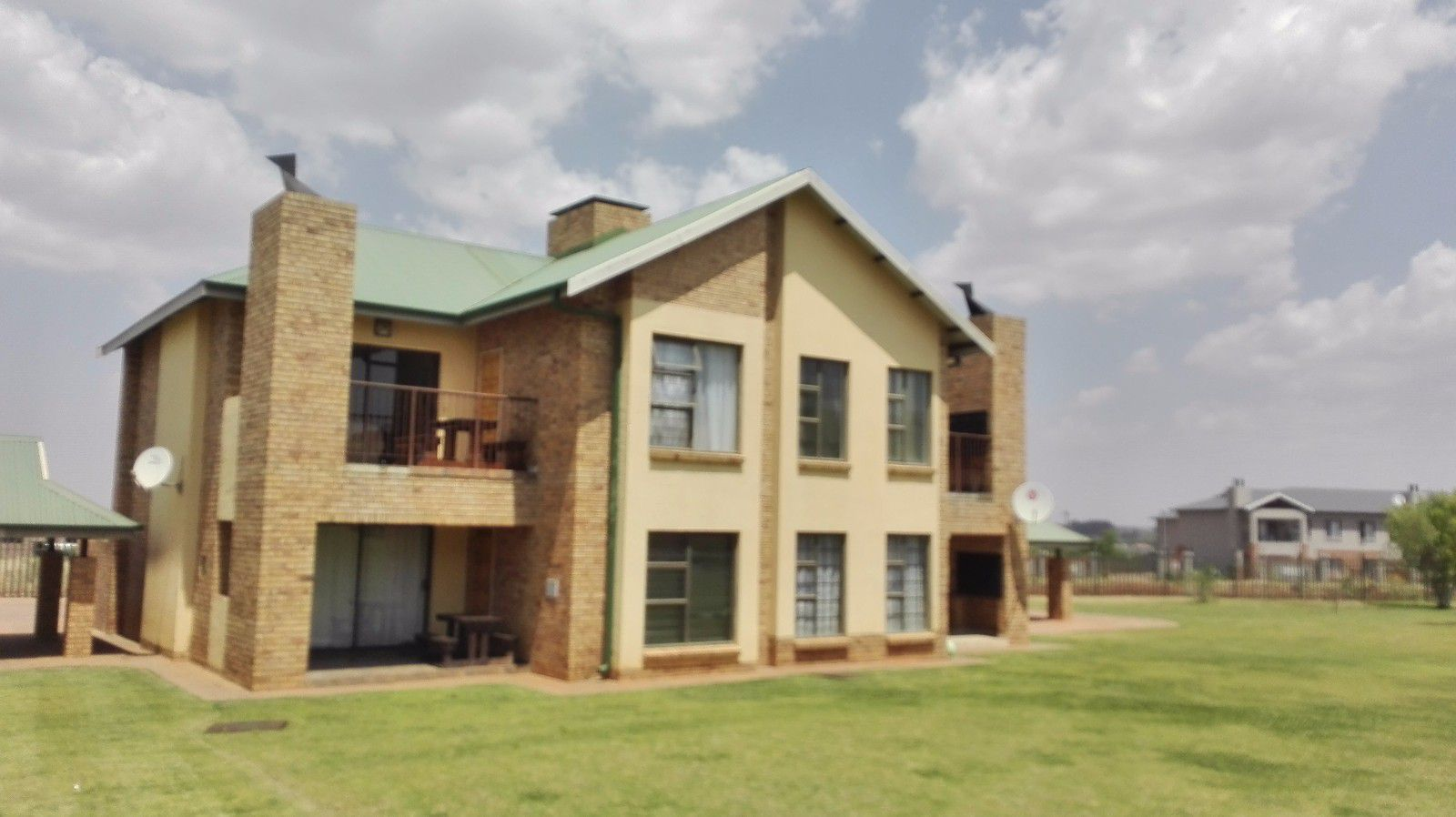 Tuscany Ridge property for sale. Ref No: 13449665. Picture no 1