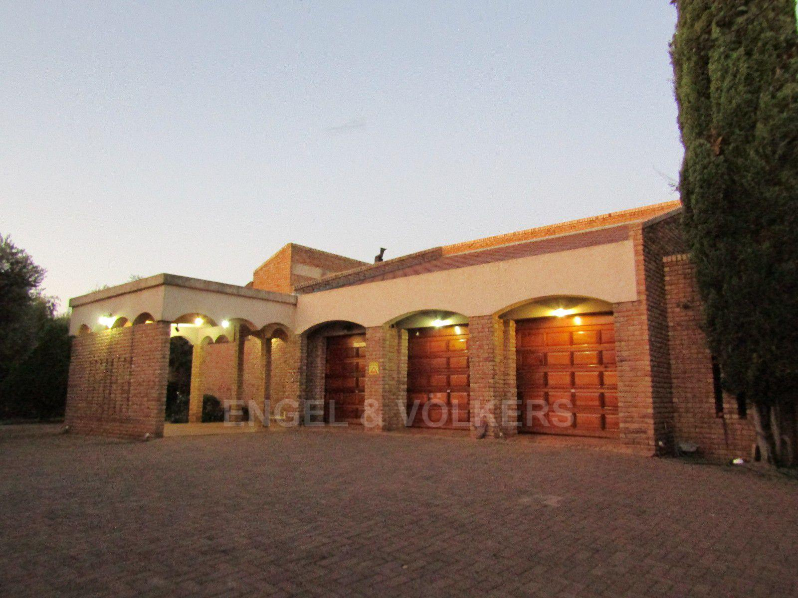 Van Der Hoff Park property for sale. Ref No: 13388201. Picture no 2