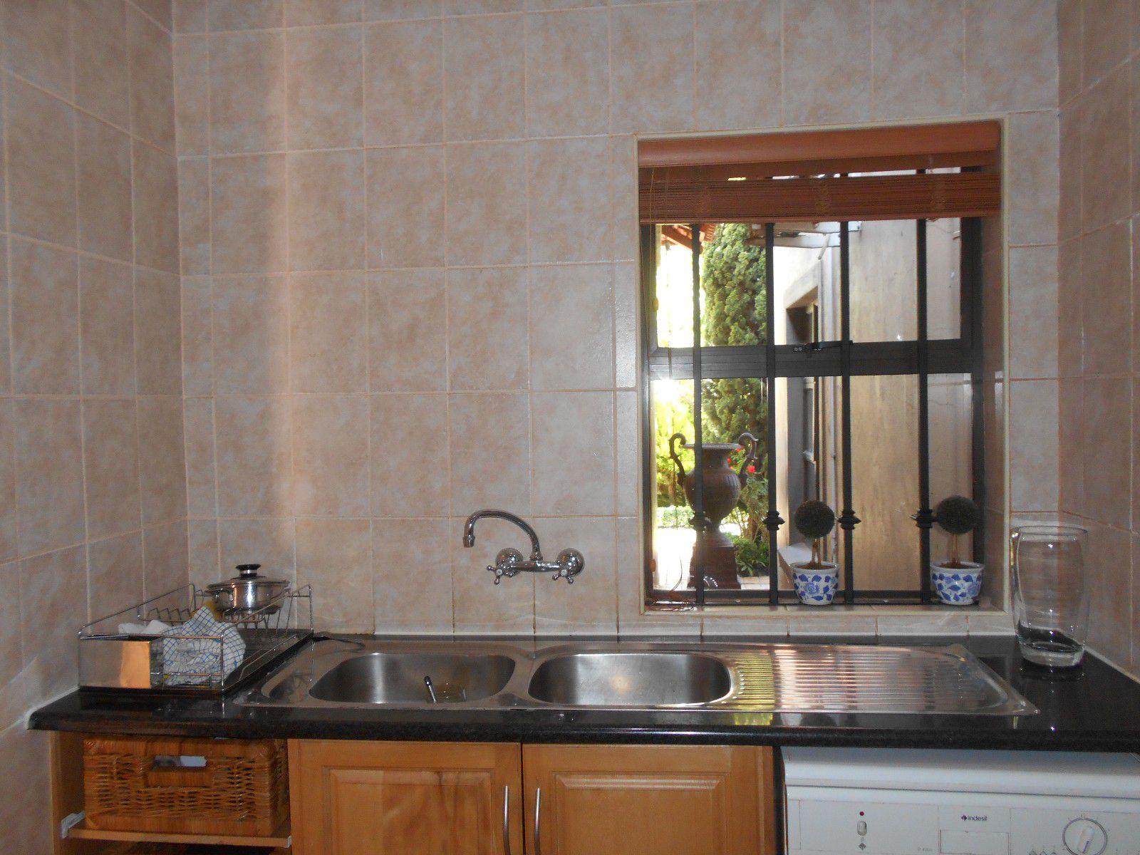 Van Der Hoff Park property to rent. Ref No: 13400944. Picture no 11