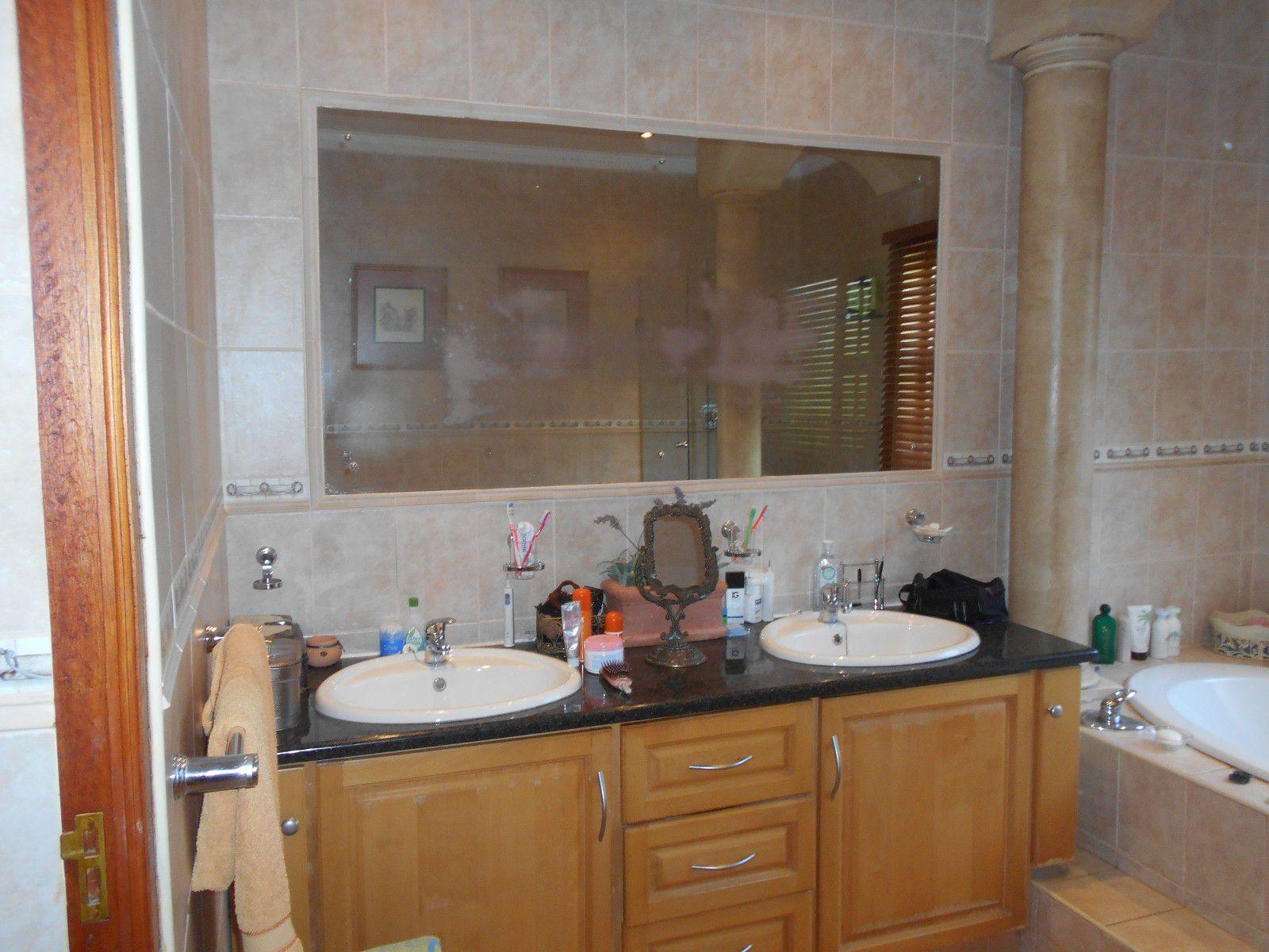 Van Der Hoff Park property to rent. Ref No: 13400944. Picture no 23