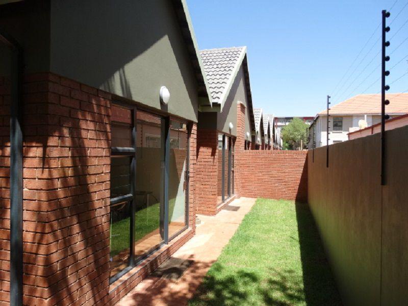 Potchefstroom, Die Bult Property    Houses To Rent Die Bult, DIE BULT, Simplex 2 bedrooms property to rent Price:,  9,00*