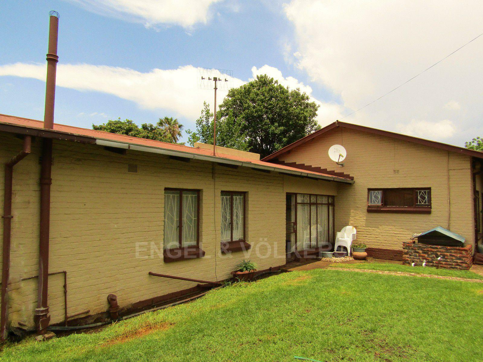 Potchefstroom Central property for sale. Ref No: 13413348. Picture no 2