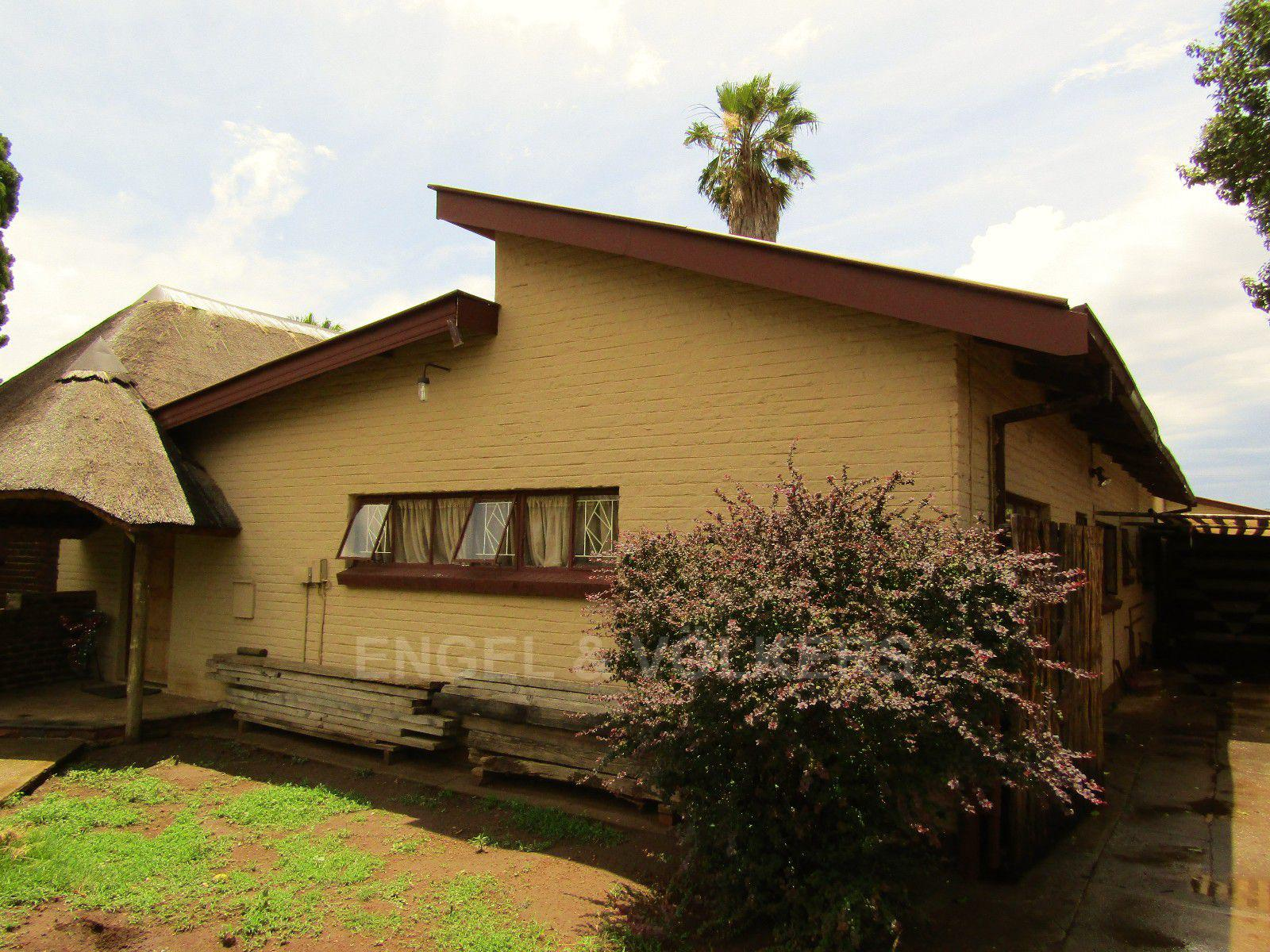 Potchefstroom Central property for sale. Ref No: 13413348. Picture no 16