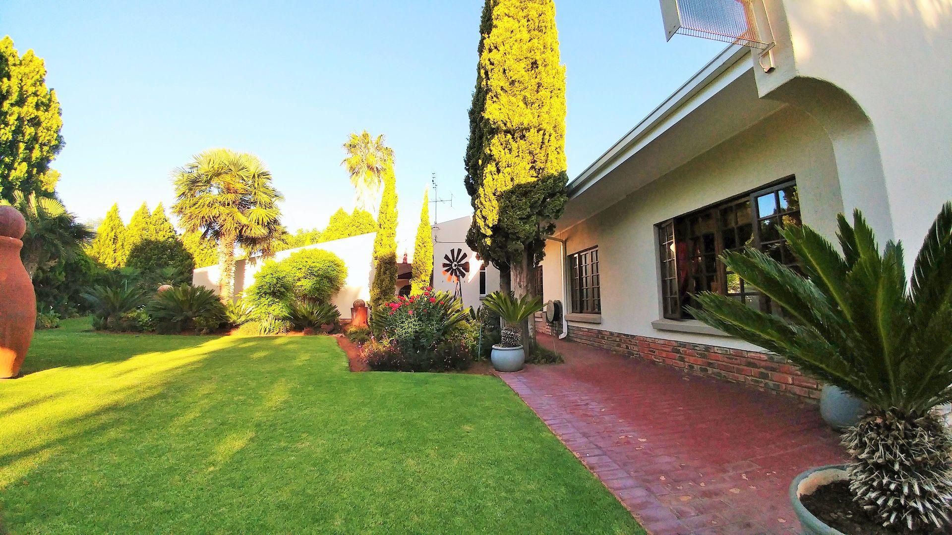 Van Der Hoff Park property for sale. Ref No: 13461617. Picture no 4