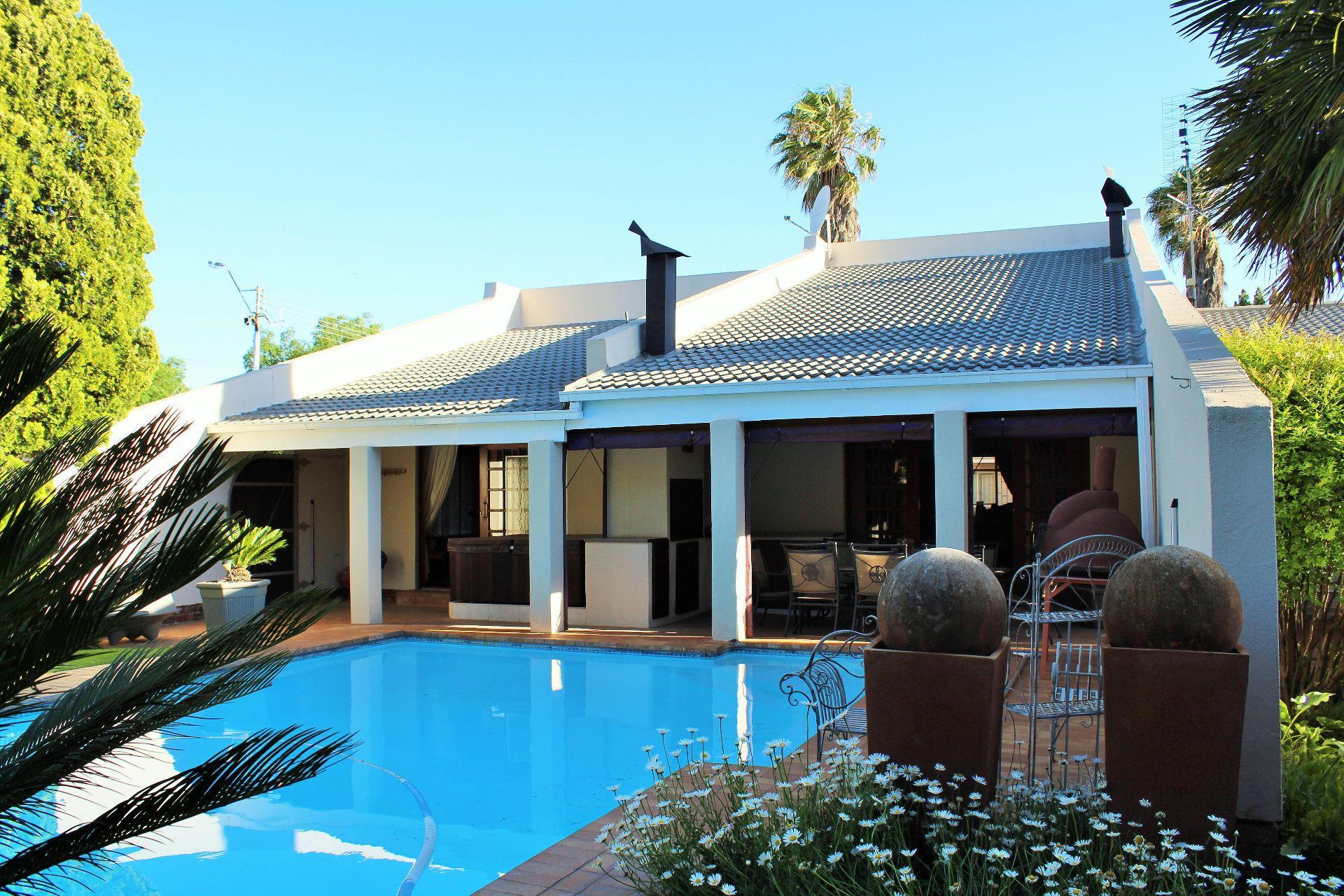 Van Der Hoff Park property for sale. Ref No: 13461617. Picture no 2