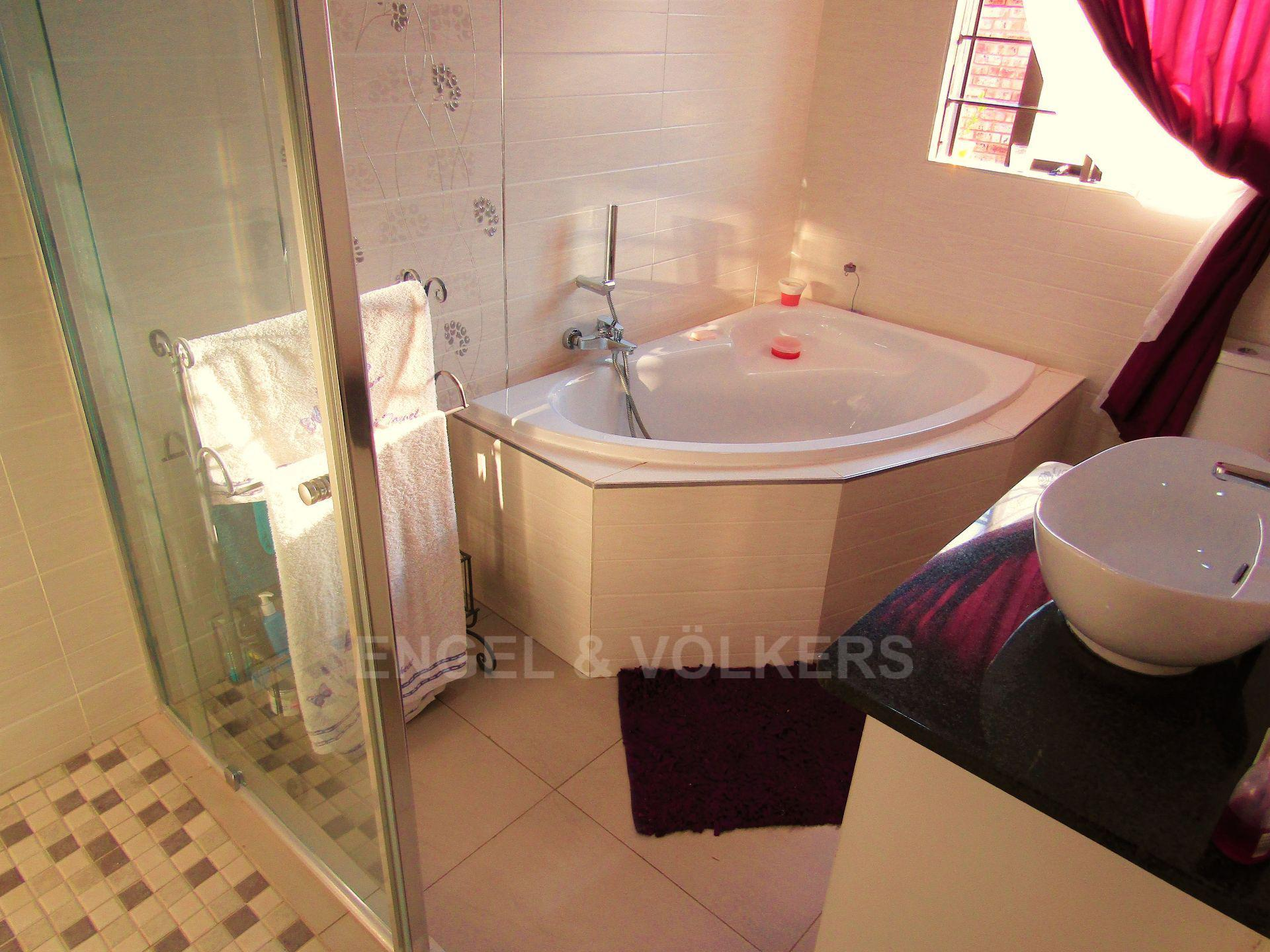 Lifestyle Estate property for sale. Ref No: 13458759. Picture no 23