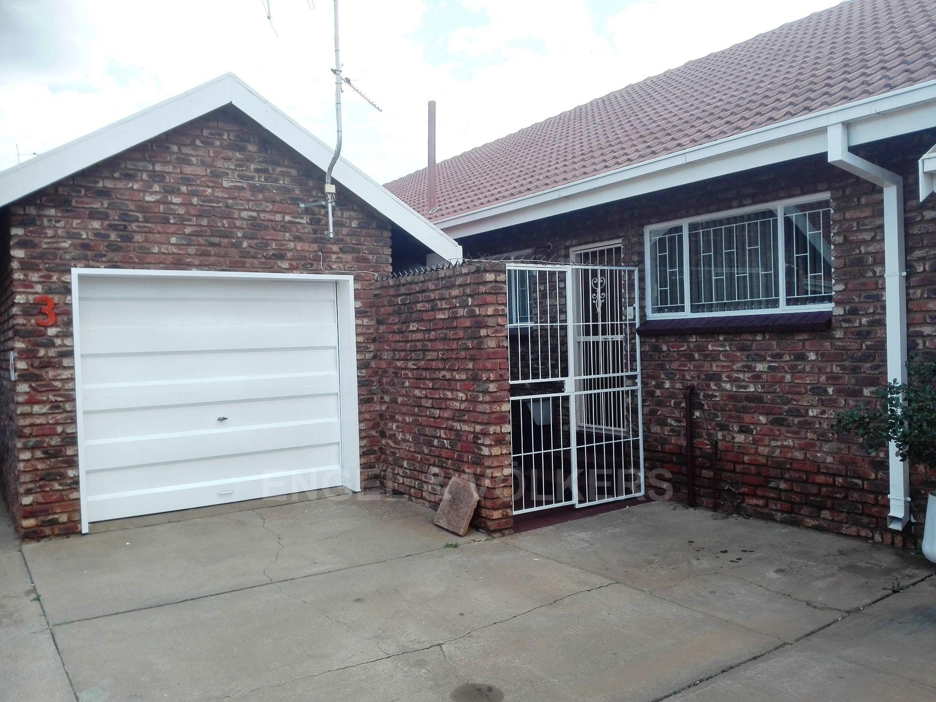 Potchefstroom Central property for sale. Ref No: 13498695. Picture no 2
