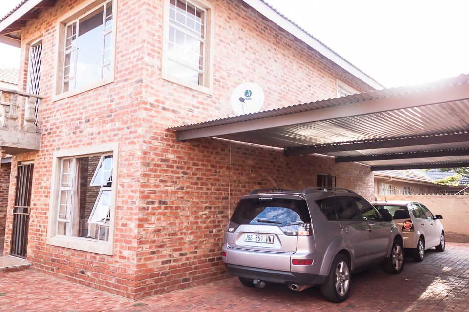 Potchefstroom Central property for sale. Ref No: 13504336. Picture no 2
