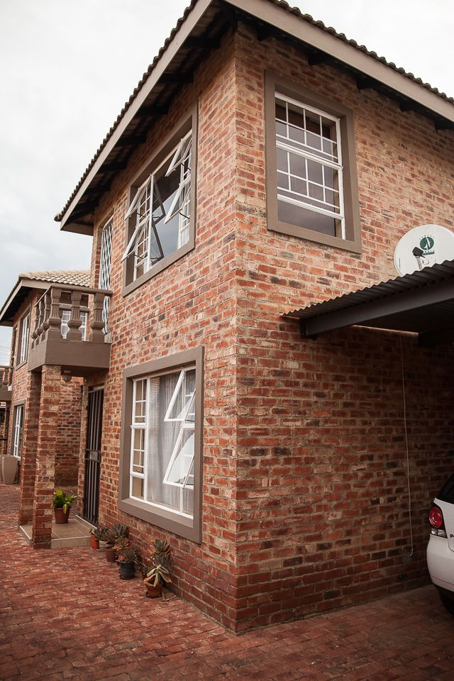 Potchefstroom Central property for sale. Ref No: 13504336. Picture no 3