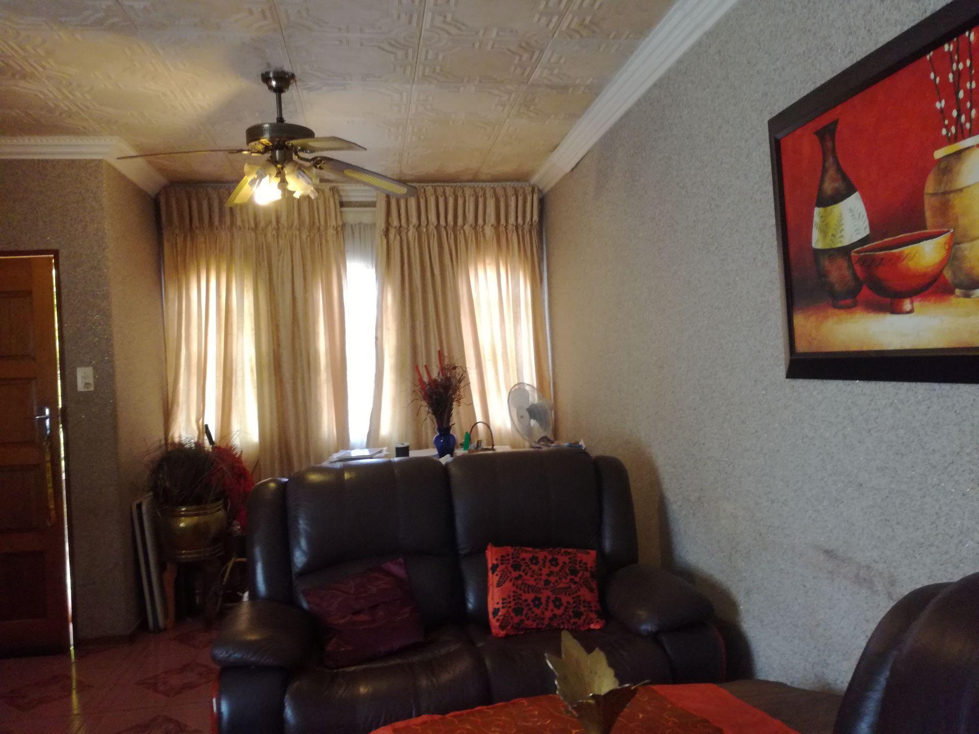 Dassie Rand property for sale. Ref No: 13516236. Picture no 9