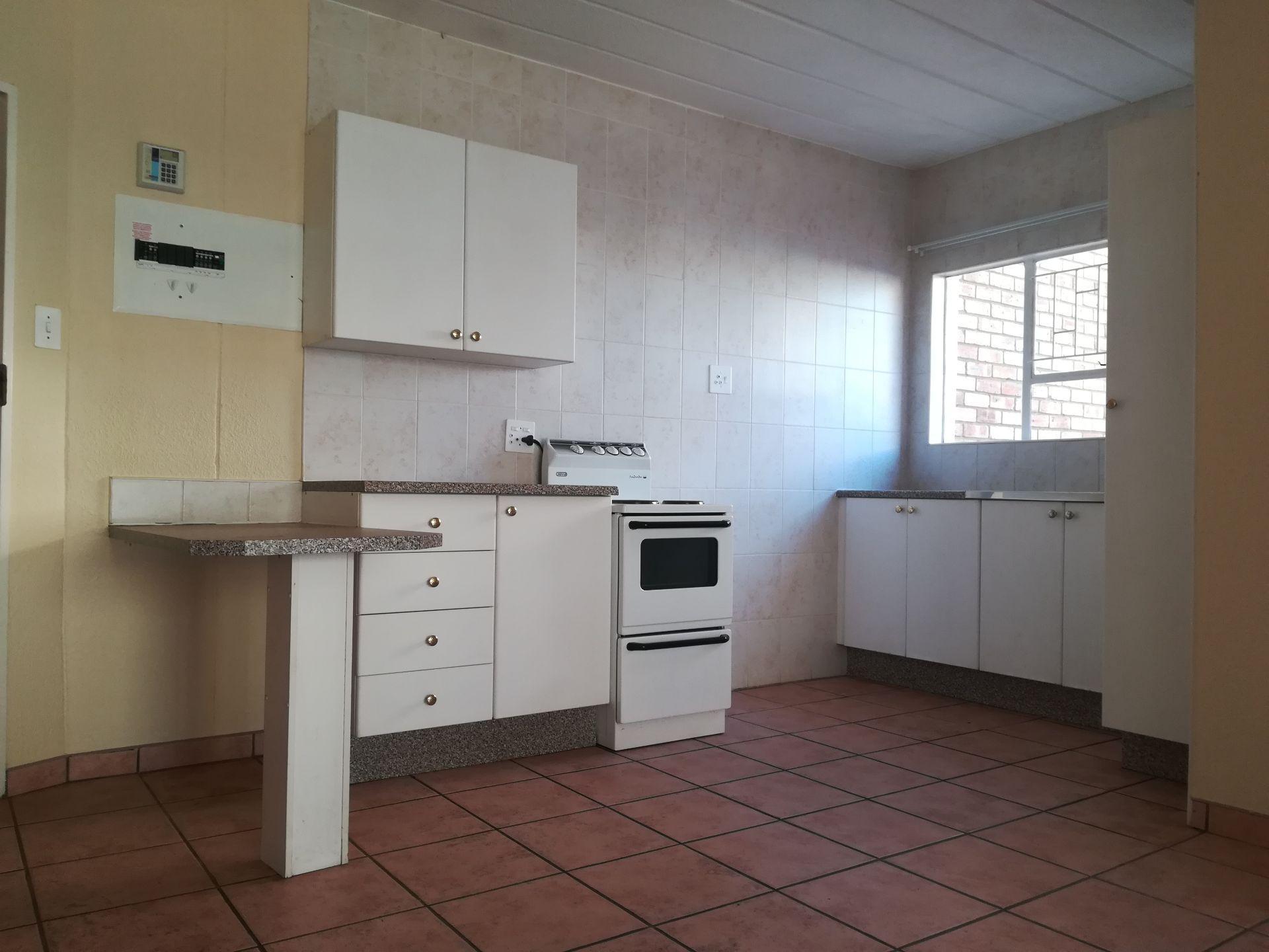 Potchefstroom property to rent. Ref No: 13536416. Picture no 13