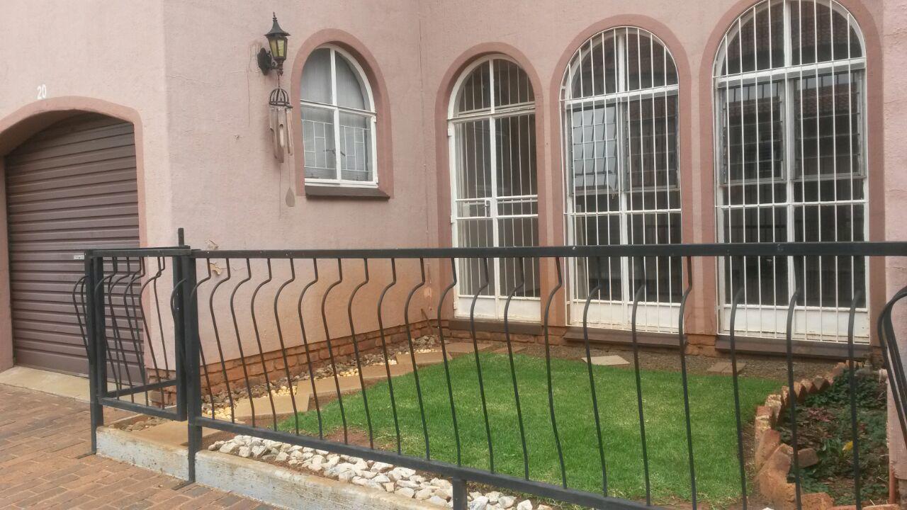 Potchefstroom, Potchefstroom Central Property  | Houses To Rent Potchefstroom Central, POTCHEFSTROOM CENTRAL, Duplex 3 bedrooms property to rent Price:,  6,50*