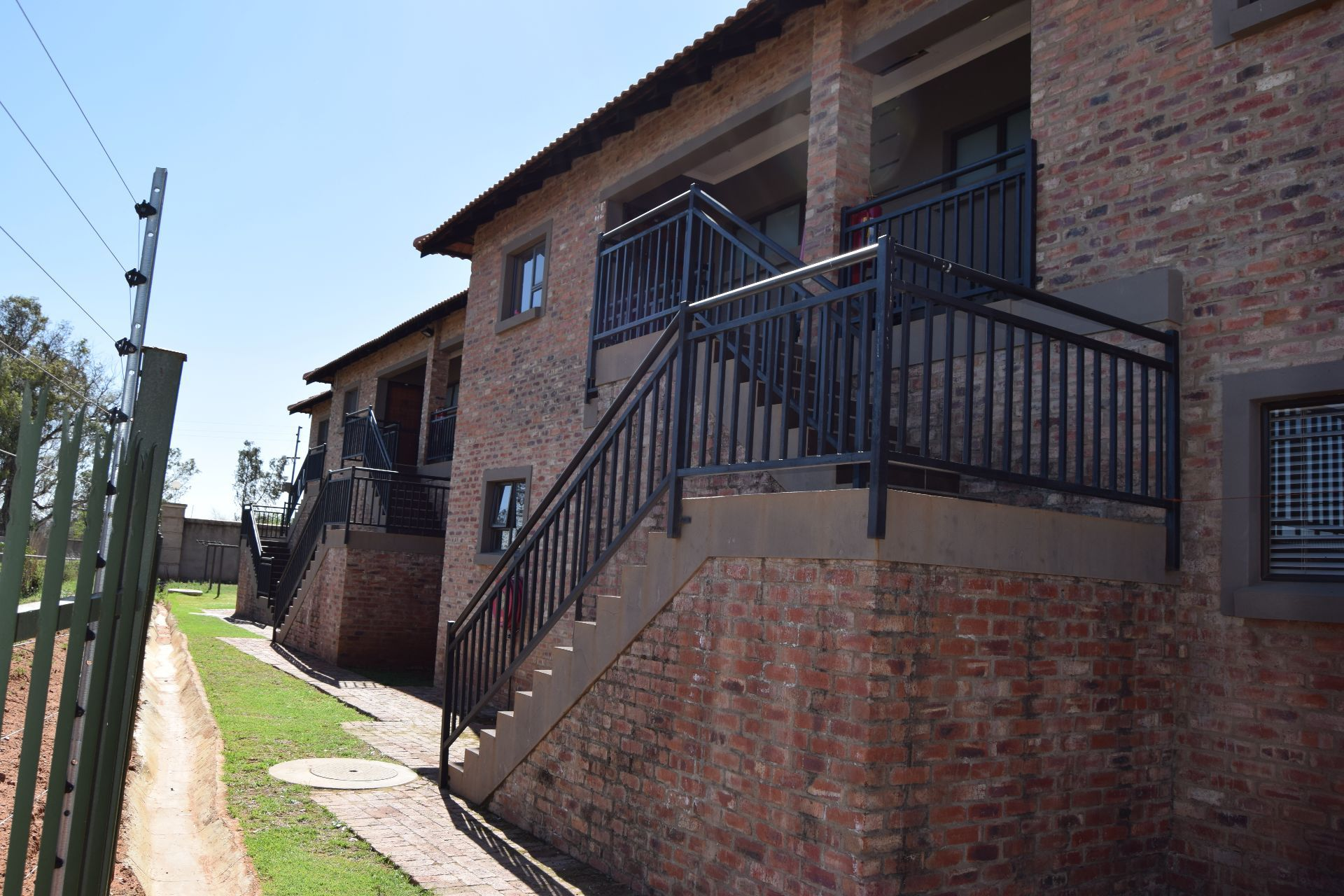 Tuscany Ridge property for sale. Ref No: 13543386. Picture no 3