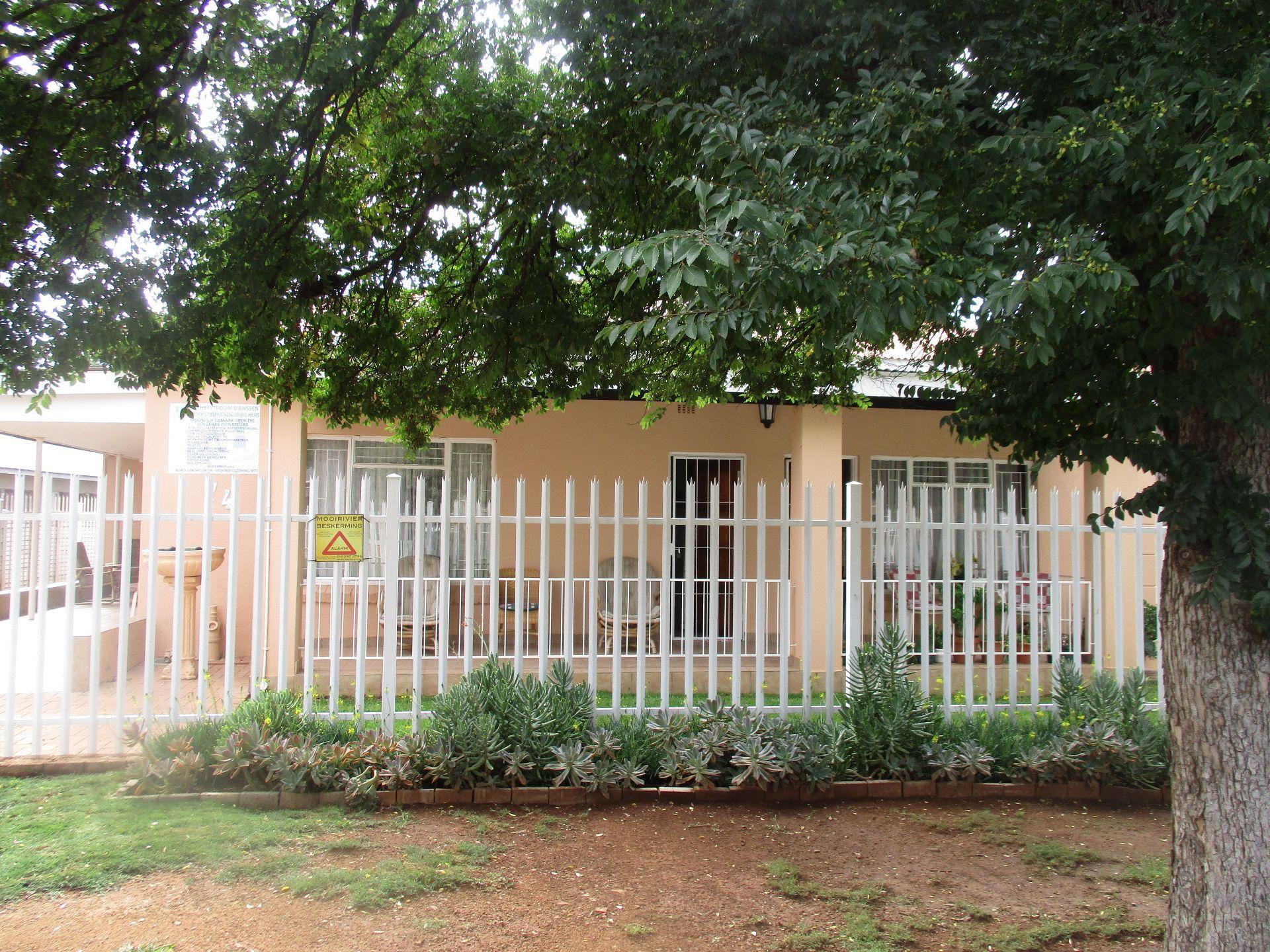 Potchefstroom, Potchefstroom Central Property    Houses To Rent Potchefstroom Central, POTCHEFSTROOM CENTRAL, House 0.5 bedrooms property to rent Price:,  8,00*