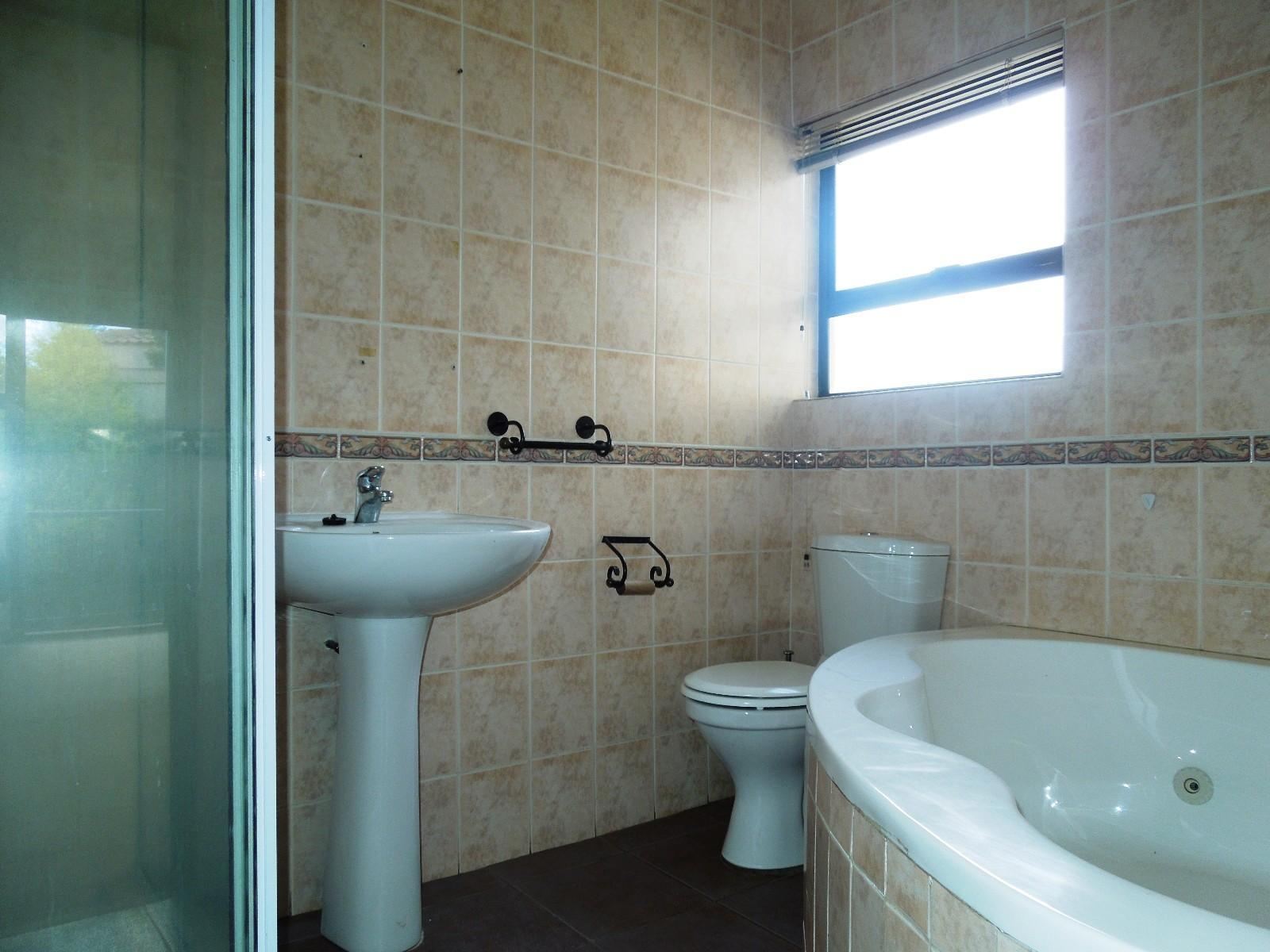 Ruimsig property to rent. Ref No: 12787309. Picture no 8