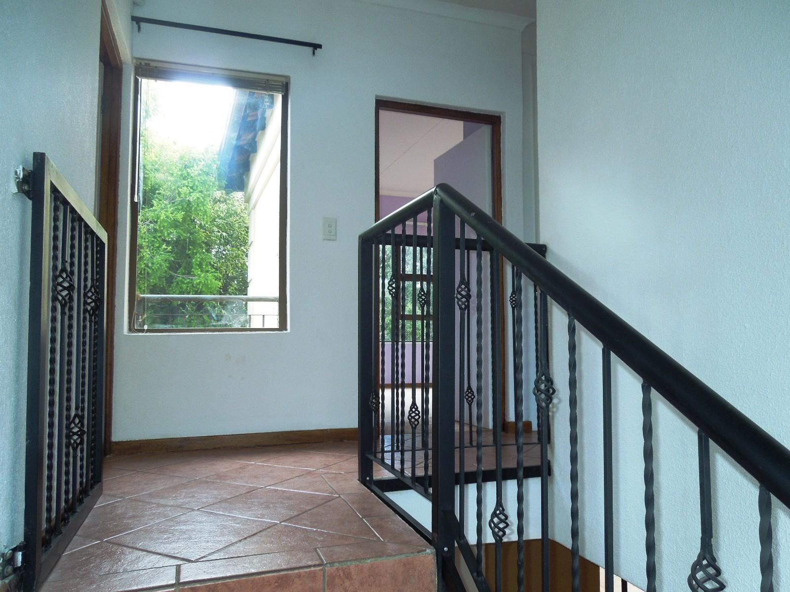Ruimsig property to rent. Ref No: 12787309. Picture no 7