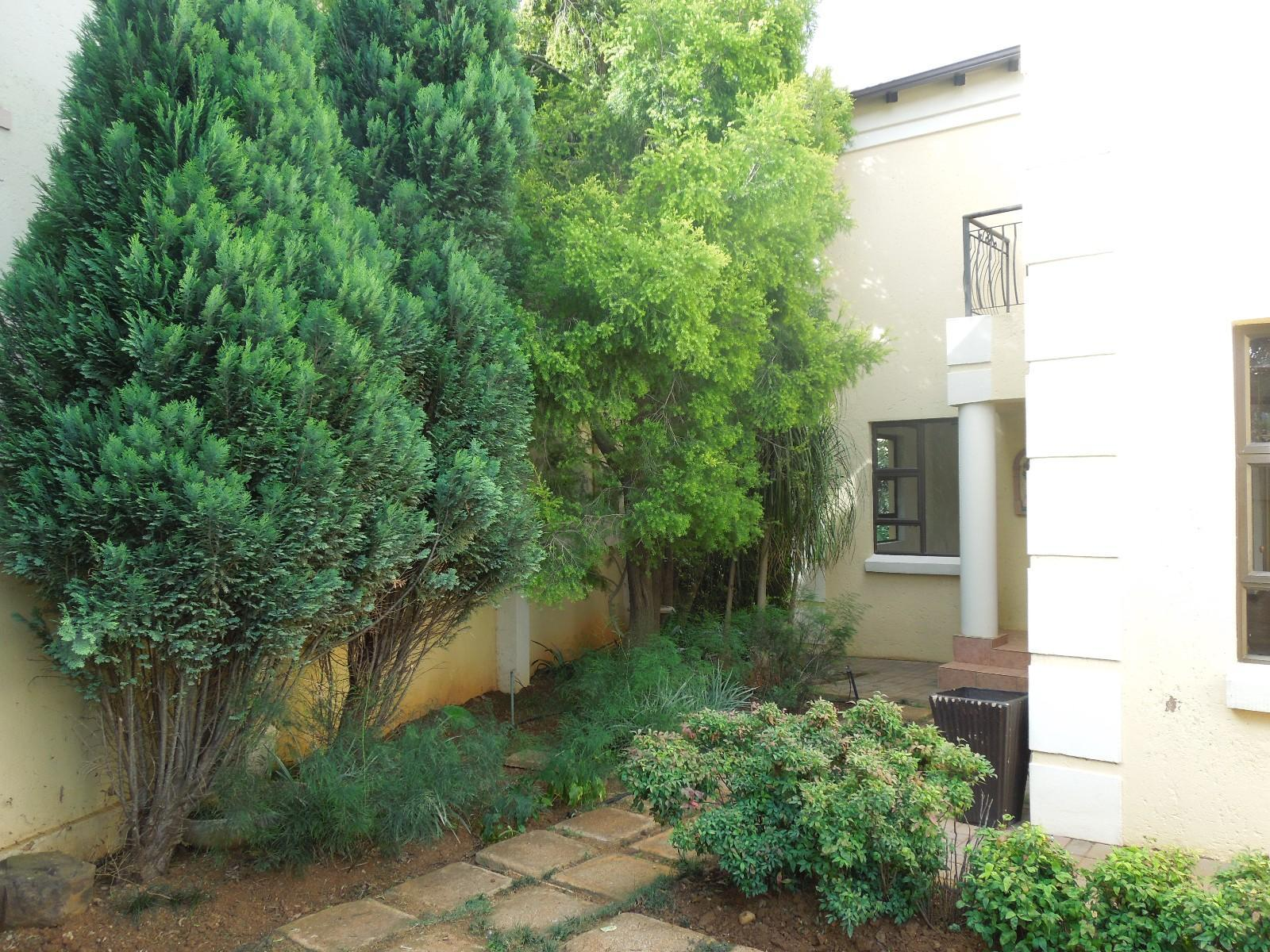 Ruimsig property to rent. Ref No: 12787309. Picture no 2