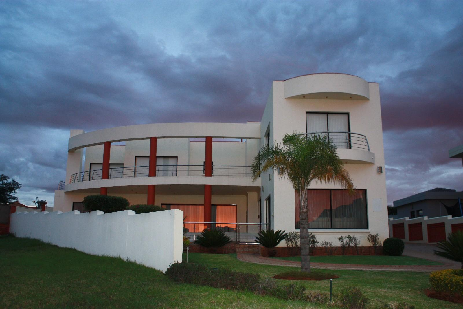 Ruimsig property for sale. Ref No: 12787389. Picture no 2