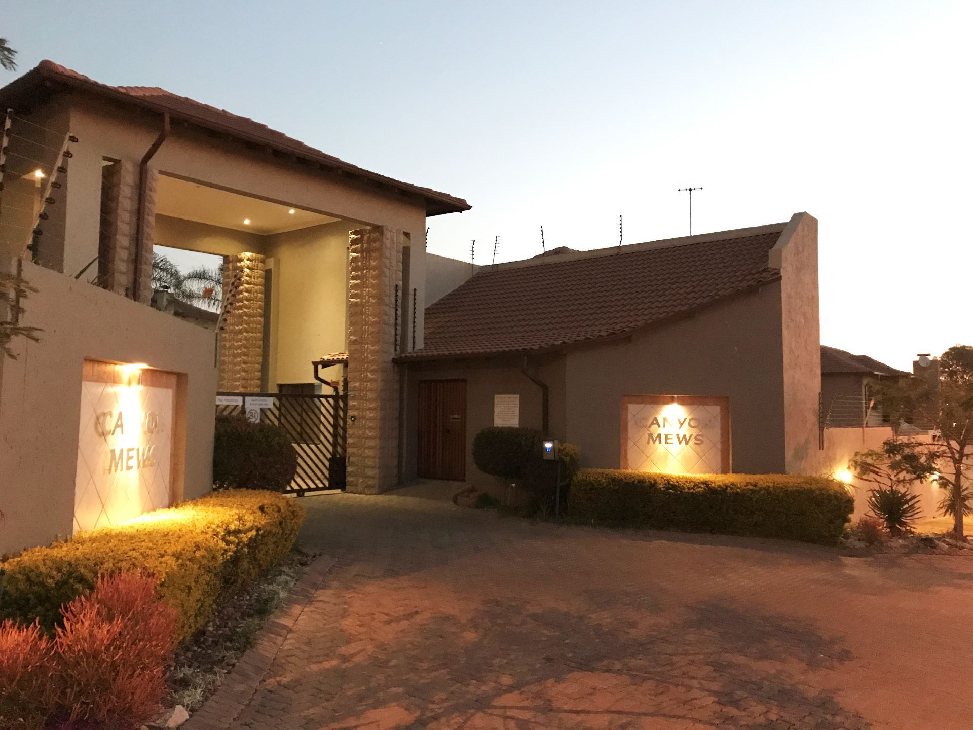 Roodepoort, Honeydew Manor Property    Houses For Sale Honeydew Manor, HONEYDEW MANOR, Duplex 3 bedrooms property for sale Price:1,970,000