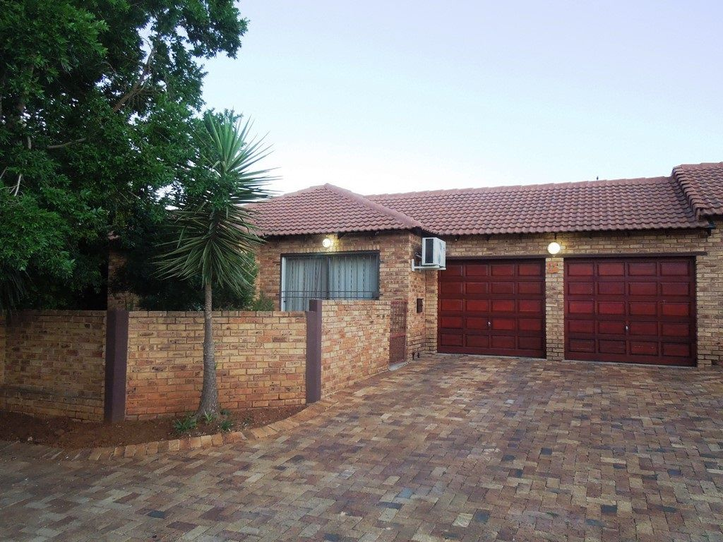 Roodepoort, Ruimsig Property  | Houses To Rent Ruimsig, RUIMSIG, Simplex 2 bedrooms property to rent Price:,  7,00*