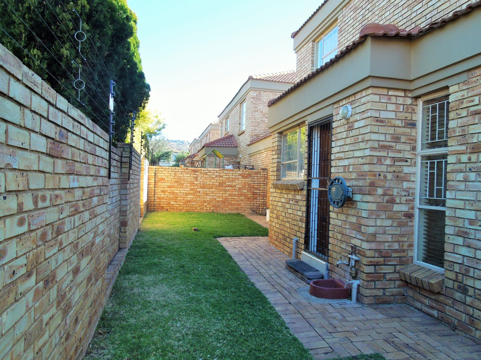 Willowbrook property for sale. Ref No: 13523453. Picture no 3
