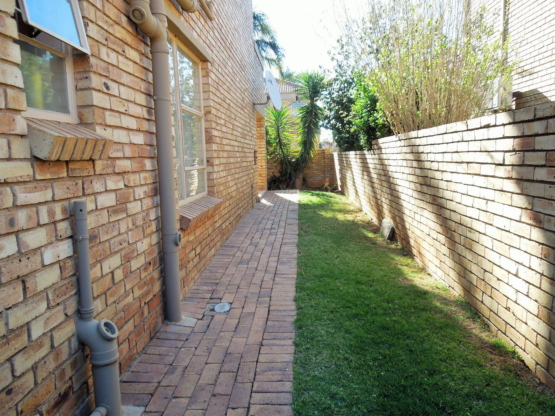 Willowbrook property for sale. Ref No: 13523453. Picture no 21
