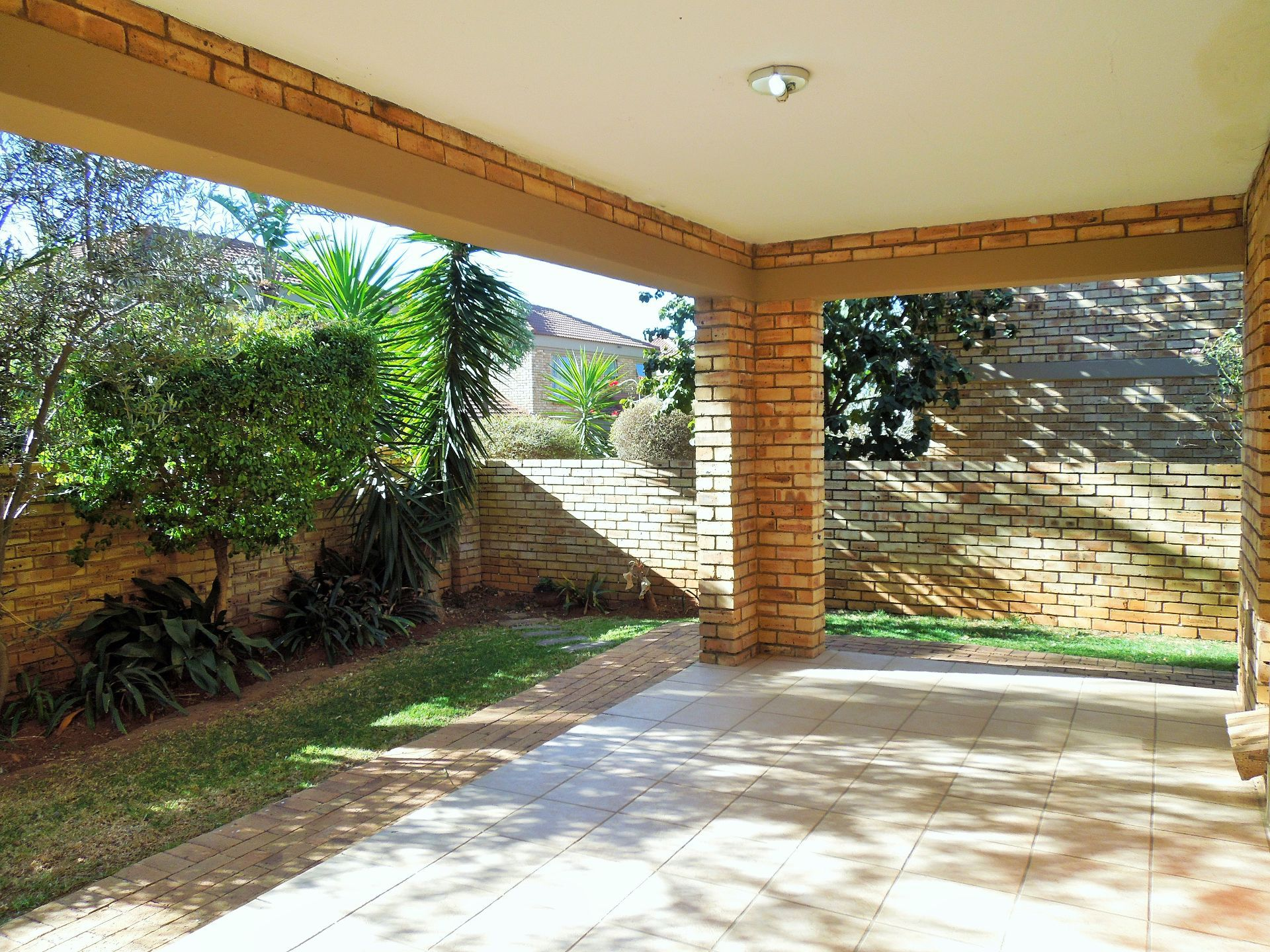 Willowbrook property for sale. Ref No: 13523453. Picture no 4