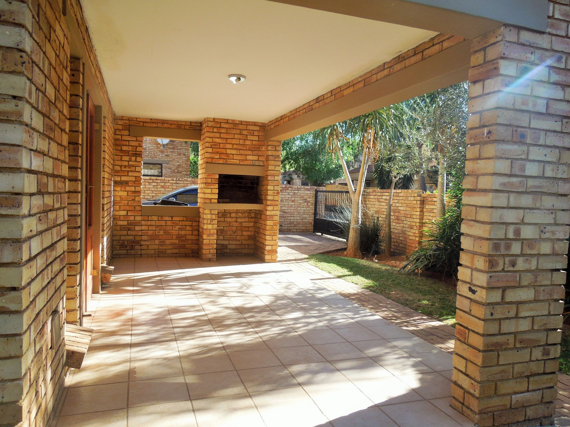 Willowbrook property for sale. Ref No: 13523453. Picture no 2