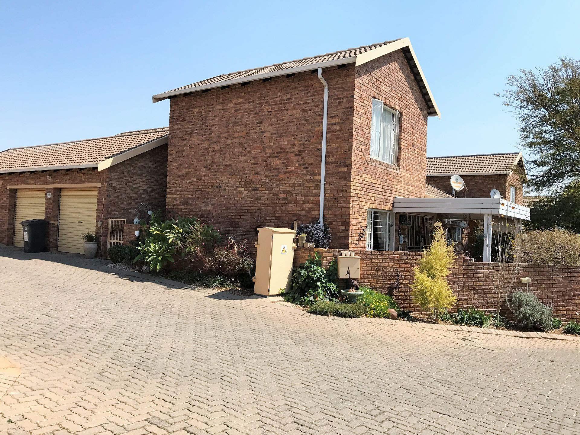Roodepoort, Wilgeheuwel Property  | Houses For Sale Wilgeheuwel, WILGEHEUWEL, Duplex 3 bedrooms property for sale Price:980,000