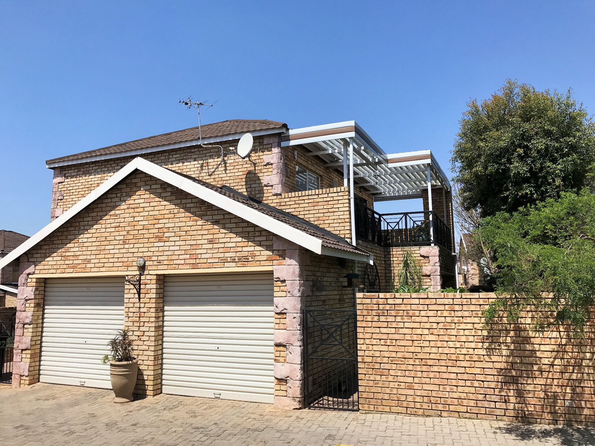 Roodepoort, Wilgeheuwel Property  | Houses For Sale Wilgeheuwel, WILGEHEUWEL, Duplex 3 bedrooms property for sale Price:1,350,000