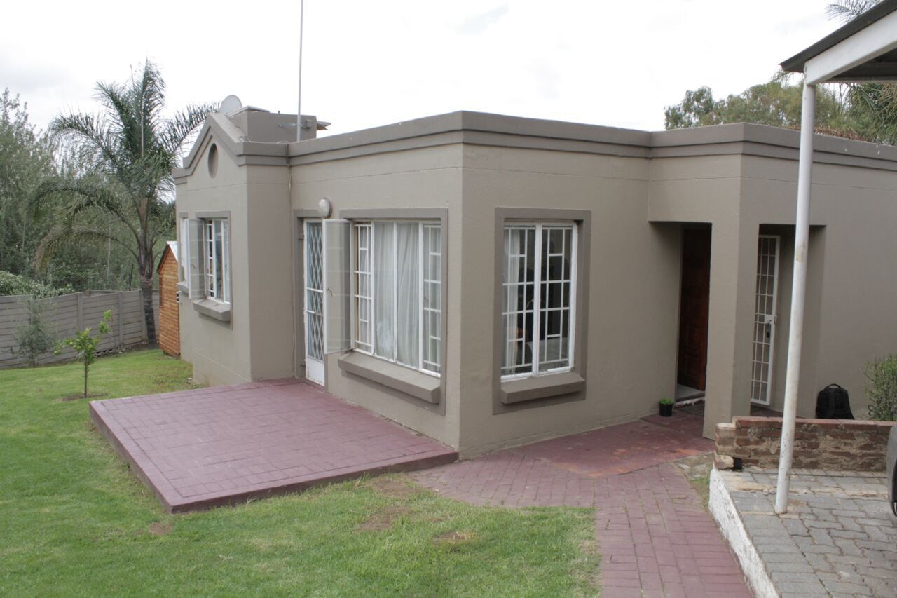 Property and Houses for sale in Randpark Ridge, House, 2 Bedrooms - ZAR 990,000