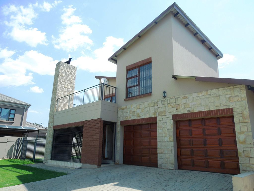 Roodepoort, Willowbrook Property  | Houses For Sale Willowbrook, WILLOWBROOK, House 3 bedrooms property for sale Price:1,990,999