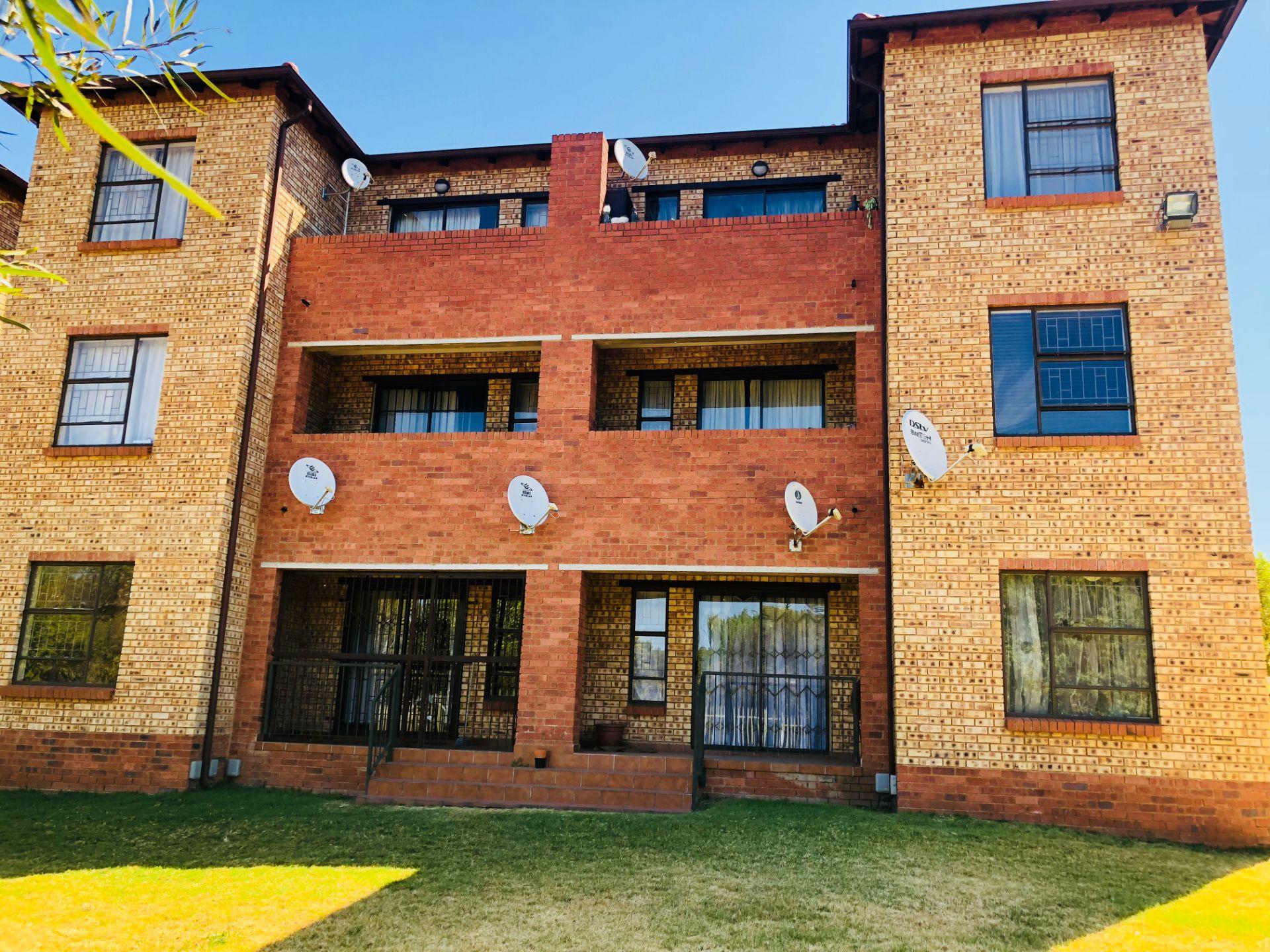 Roodepoort, Weltevreden Park Property  | Houses For Sale Weltevreden Park, WELTEVREDEN PARK, Townhouse 2 bedrooms property for sale Price:735,000