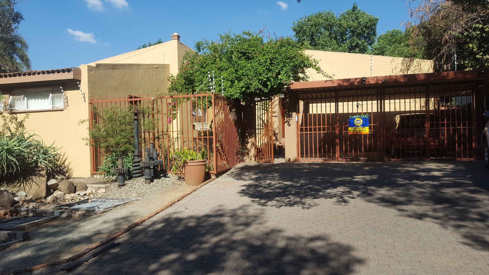 Property and Houses for sale in Randpark Ridge, House, 3 Bedrooms - ZAR 1,900,000