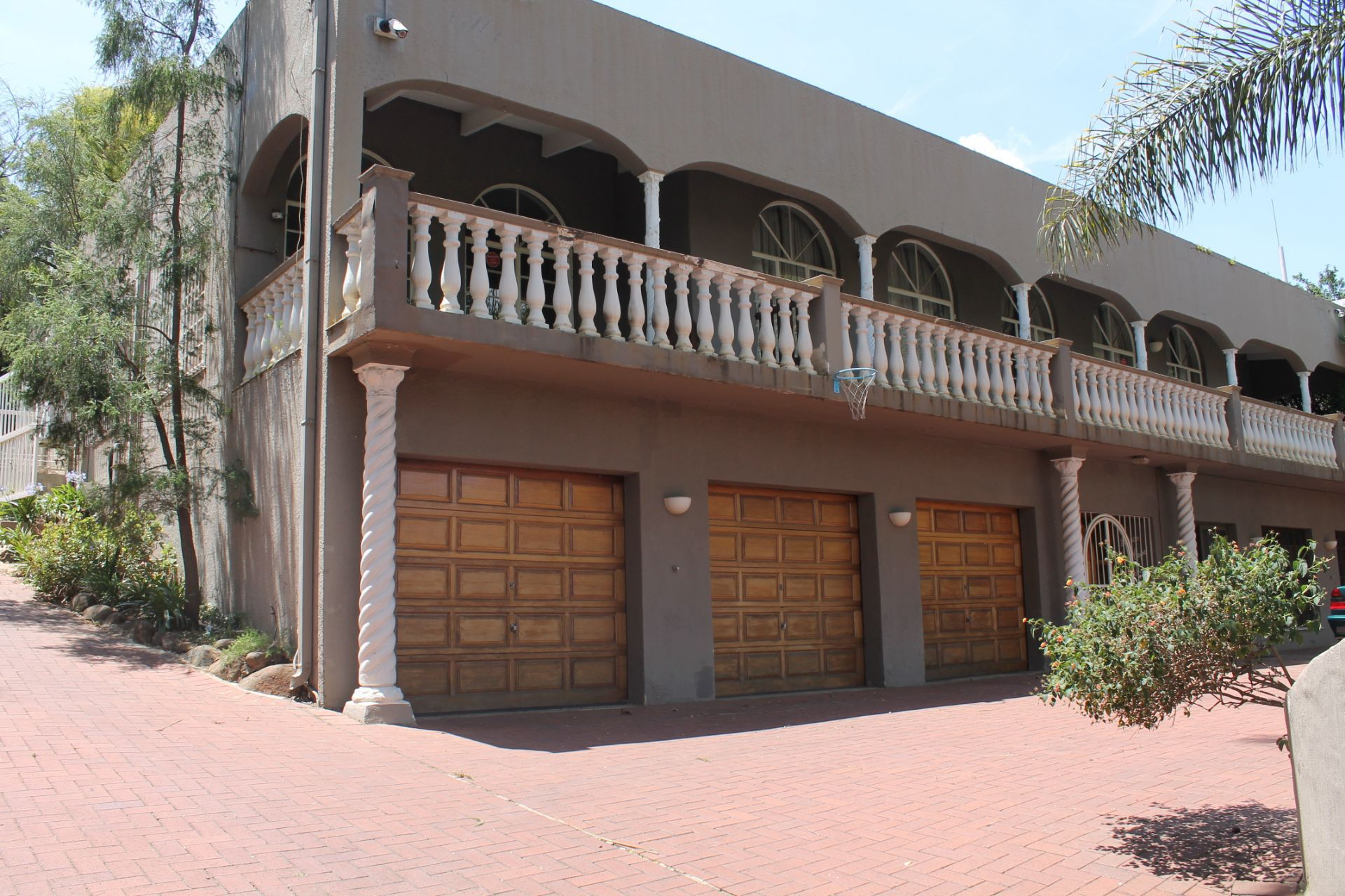 Property and Houses for sale in Randpark Ridge, House, 5 Bedrooms - ZAR 2,380,000