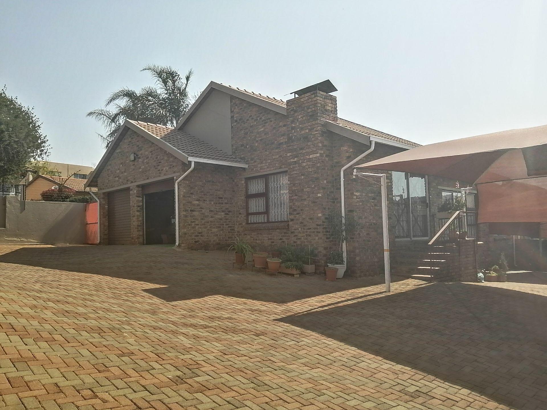 , House, 3 Bedrooms - ZAR 1,350,000