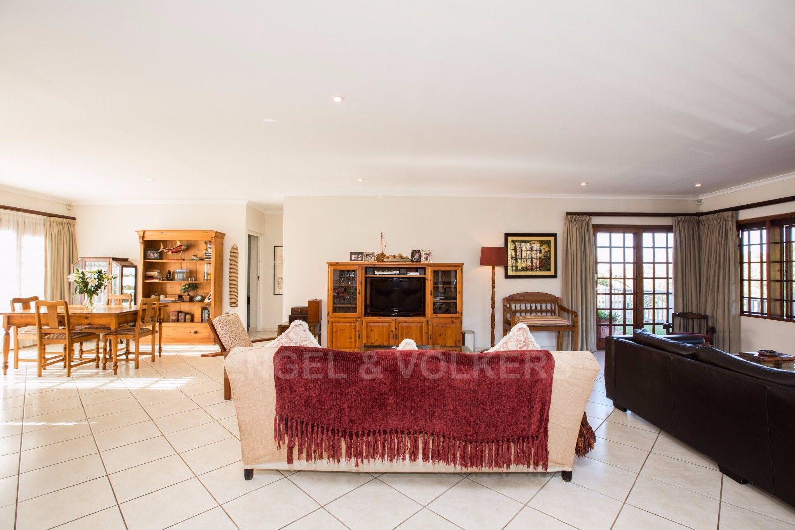 La Lucia property for sale. Ref No: 13371241. Picture no 10