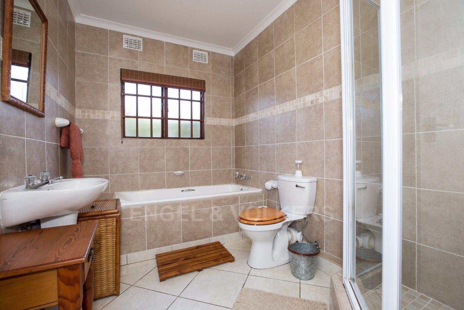 La Lucia property for sale. Ref No: 13371241. Picture no 20