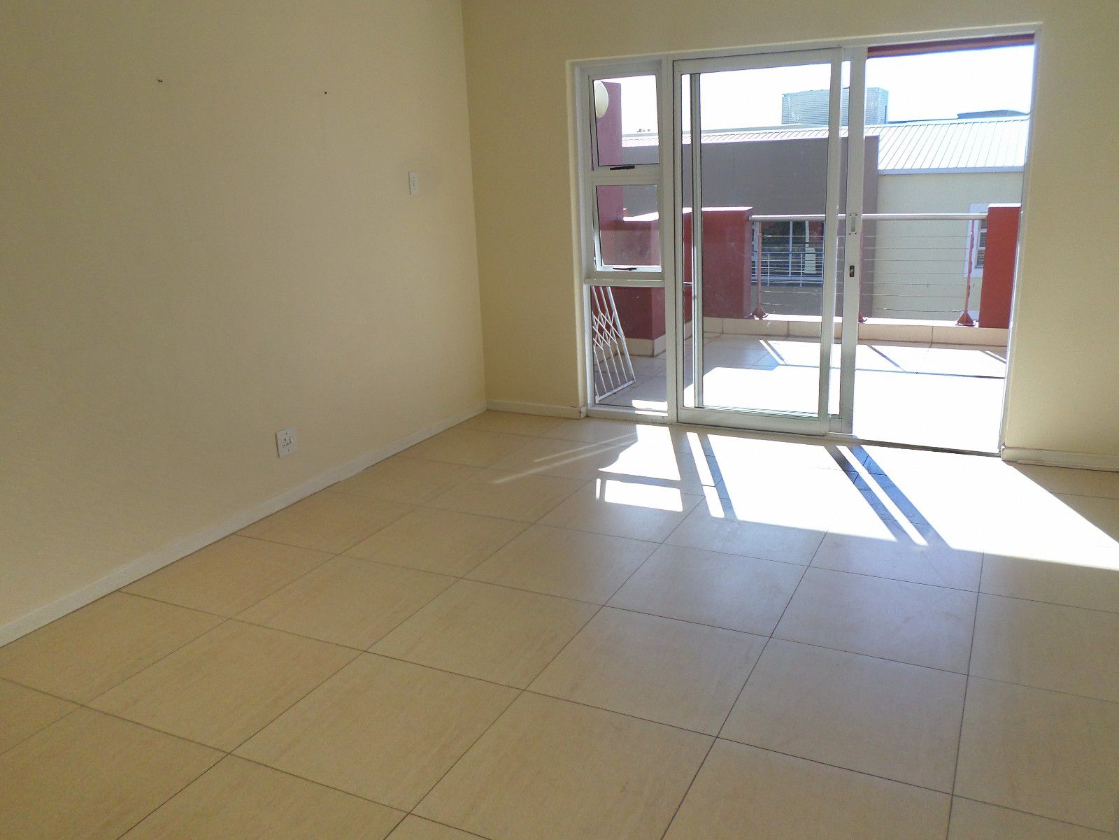 New Town Centre property for sale. Ref No: 13400339. Picture no 5