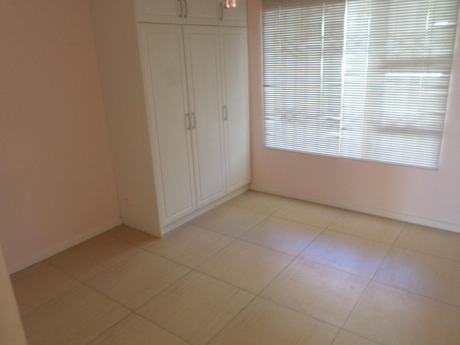 New Town Centre property for sale. Ref No: 13400339. Picture no 9