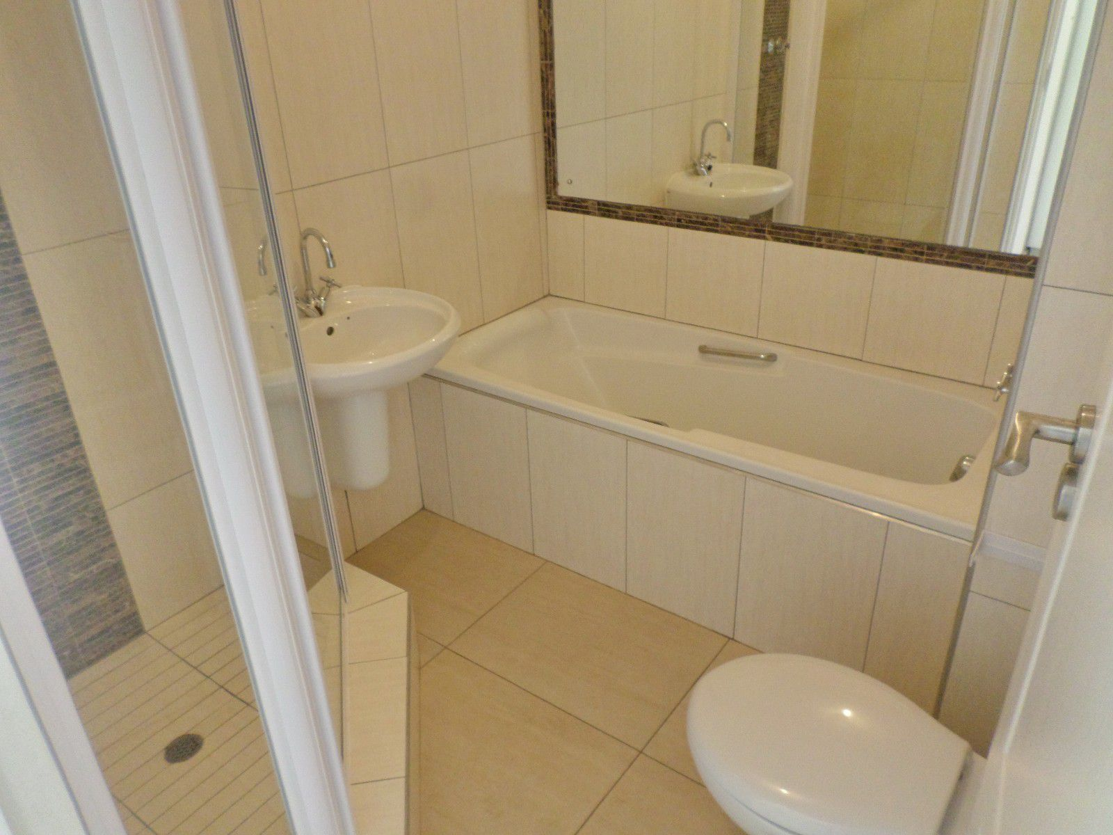 New Town Centre property for sale. Ref No: 13400339. Picture no 8