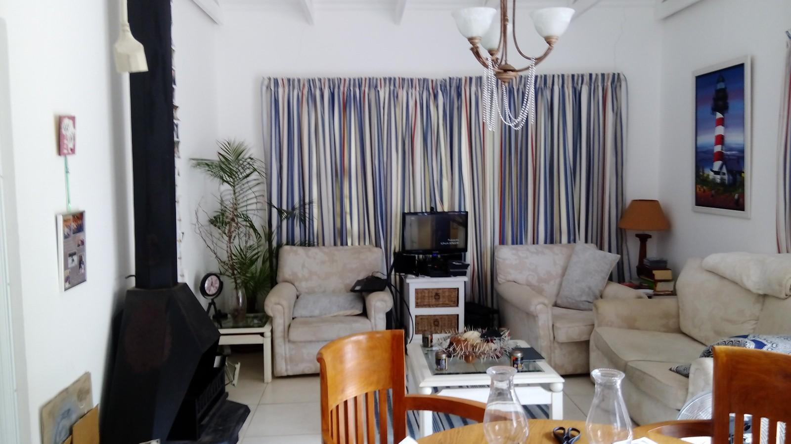 Beacon Bay property to rent. Ref No: 13433657. Picture no 2