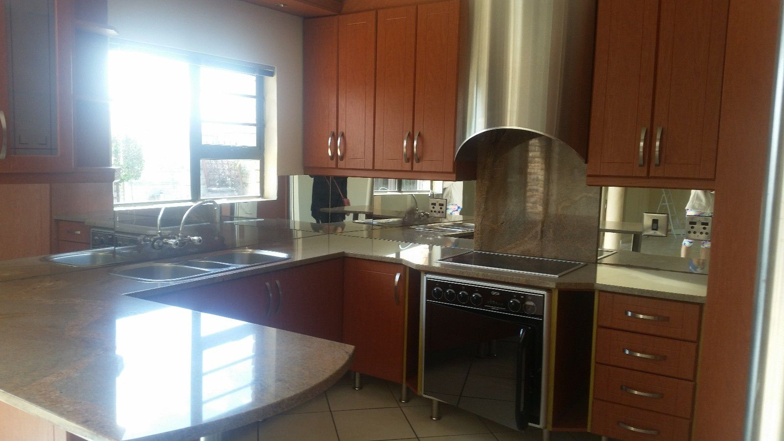 Blue Bend property to rent. Ref No: 13397069. Picture no 8