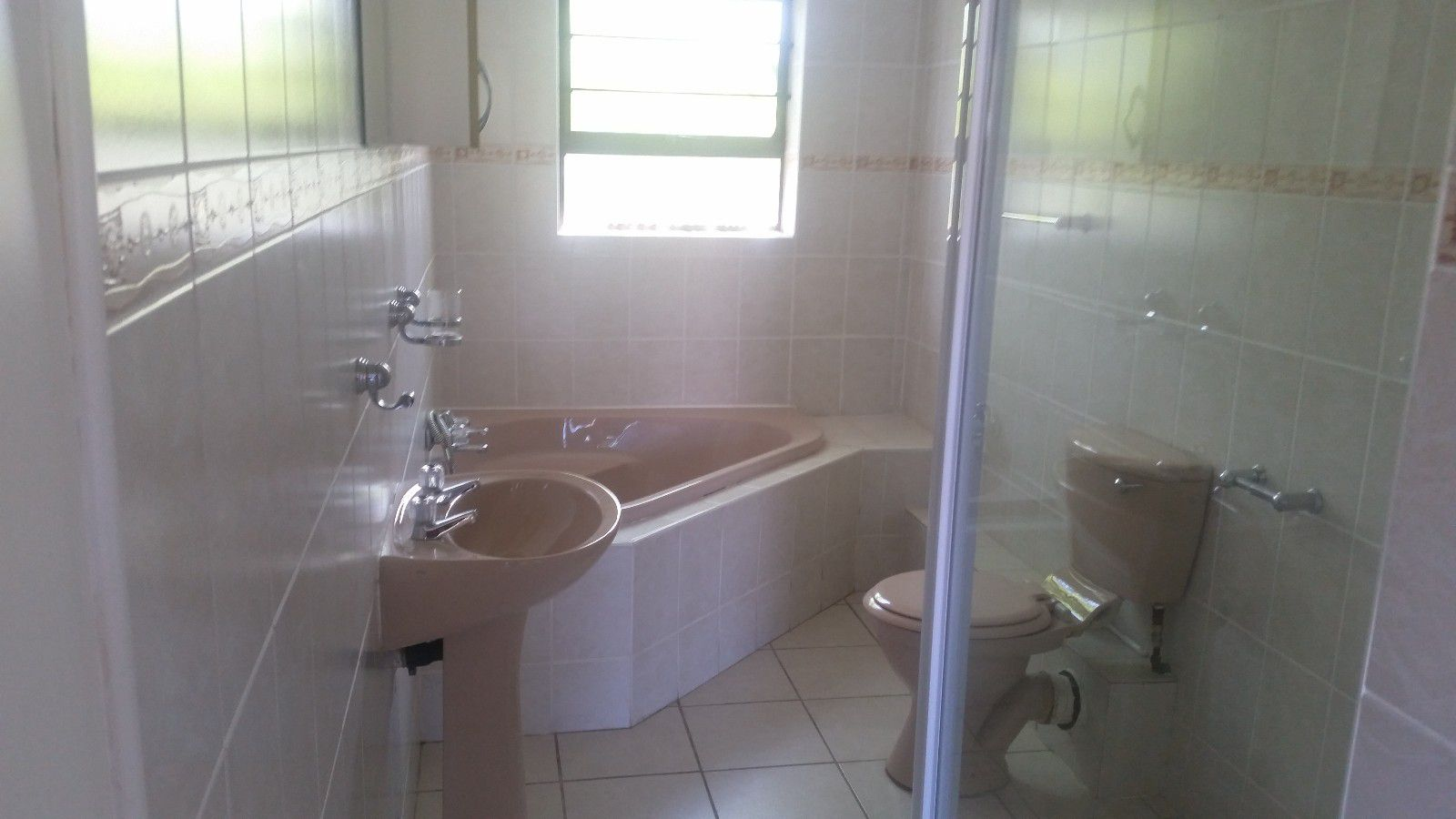 Blue Bend property to rent. Ref No: 13397069. Picture no 14