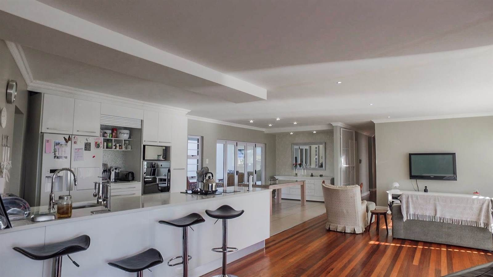 Beacon Bay property for sale. Ref No: 13480350. Picture no 3