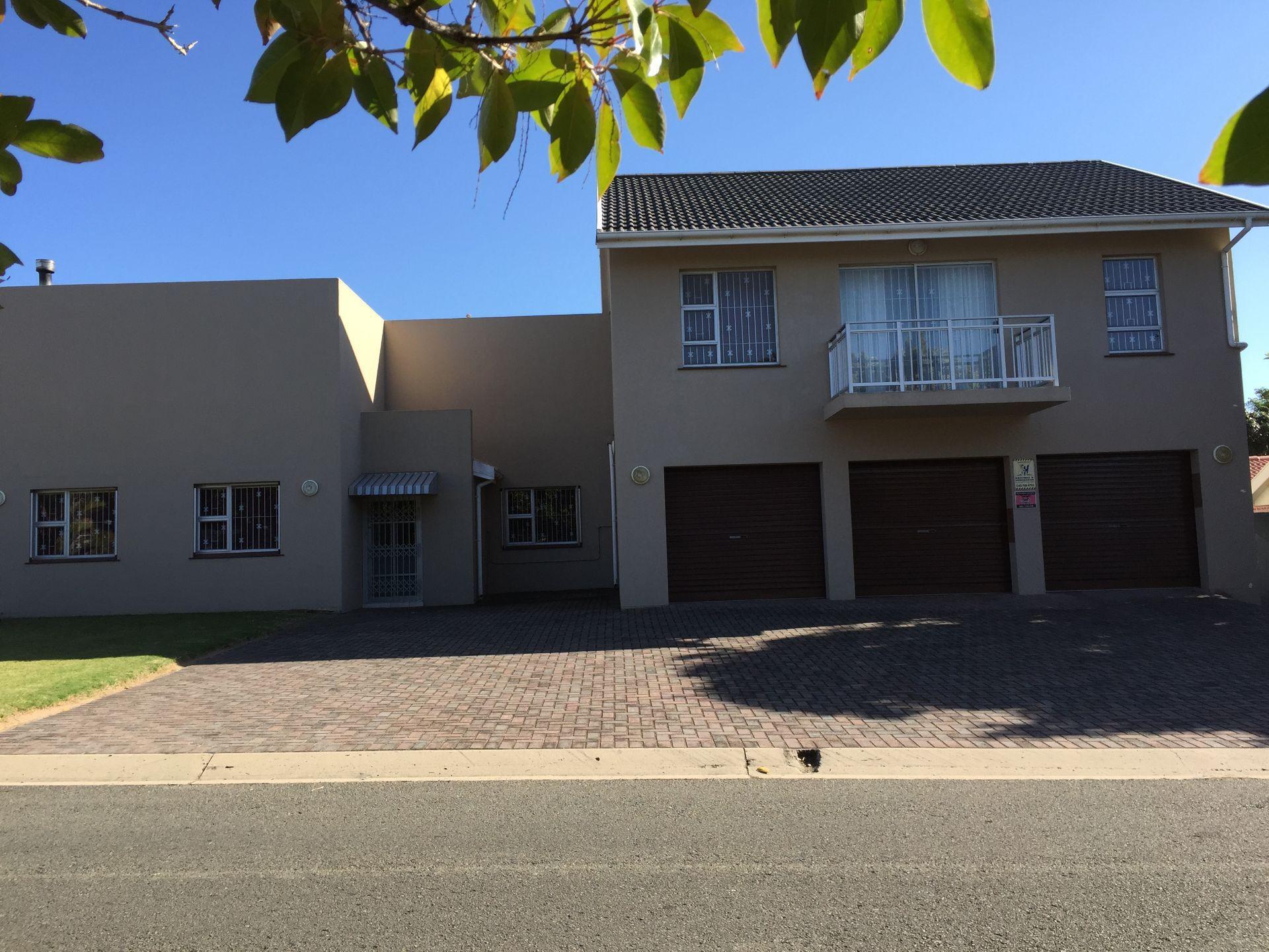 Bonza Bay property for sale. Ref No: 13502817. Picture no 4