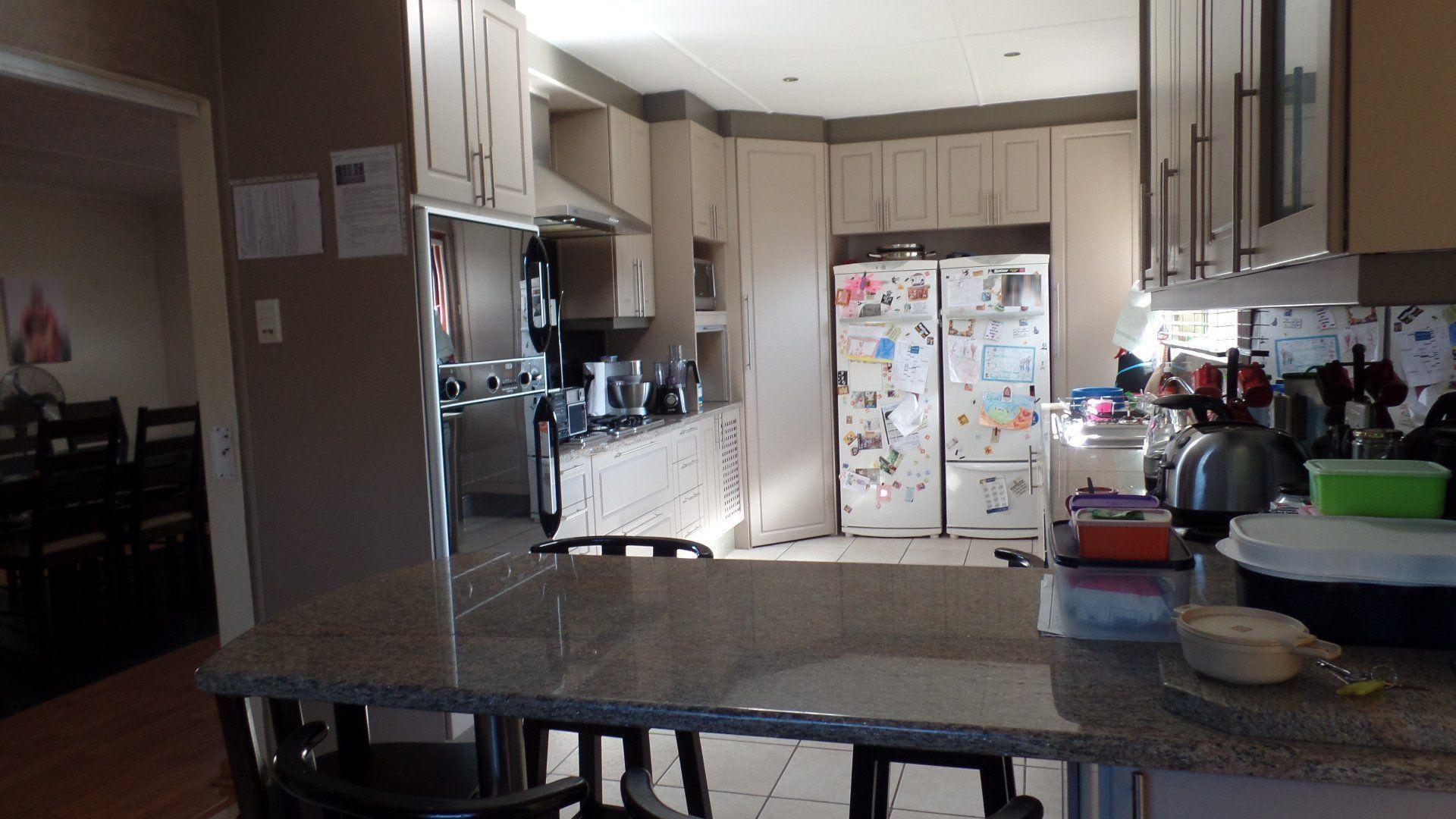 Bonza Bay property for sale. Ref No: 13502817. Picture no 9