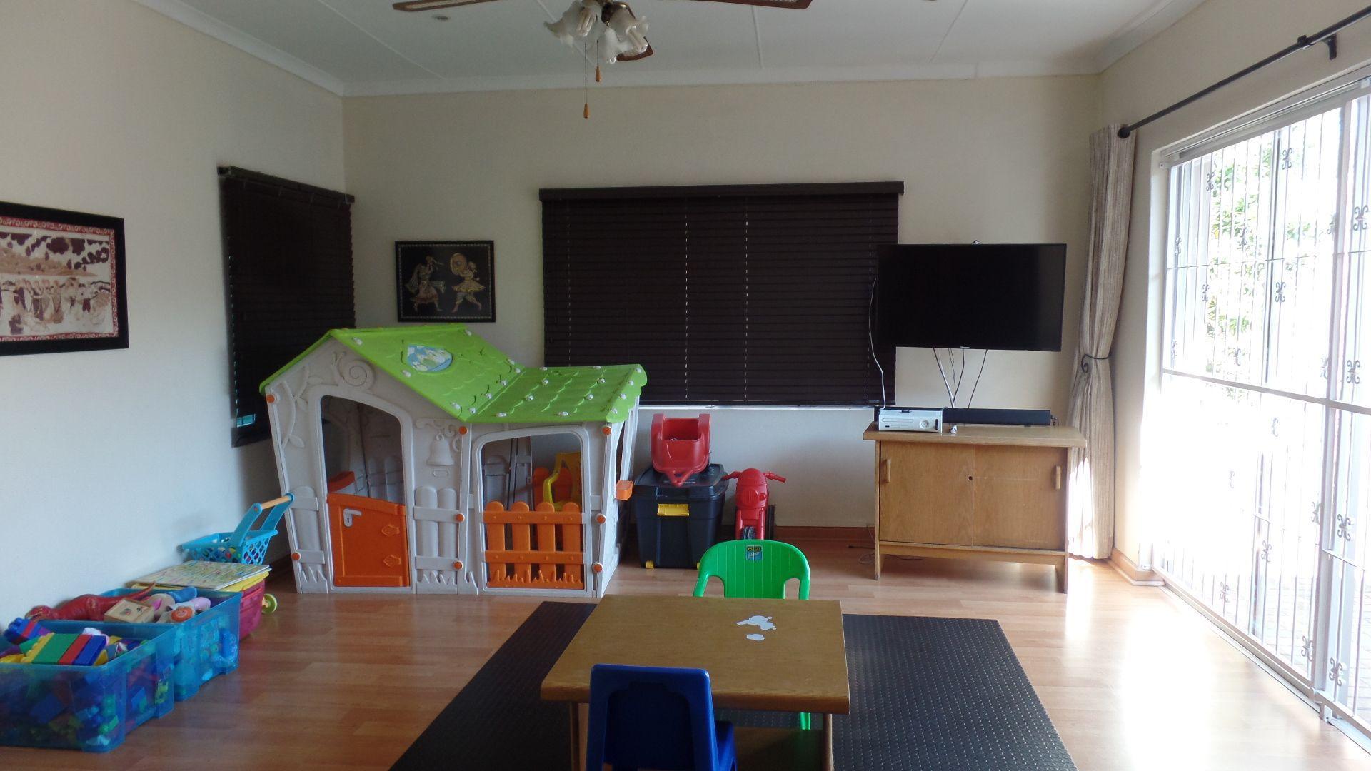 Bonza Bay property for sale. Ref No: 13502817. Picture no 11
