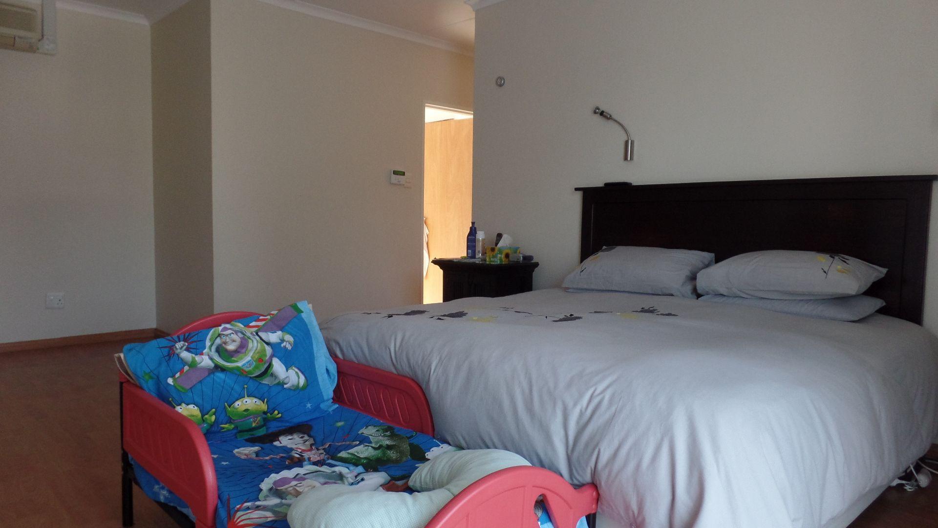 Bonza Bay property for sale. Ref No: 13502817. Picture no 14
