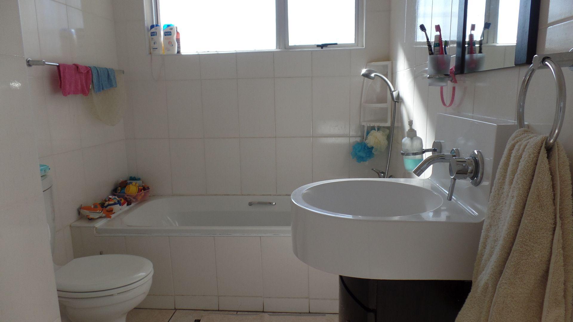 Bonza Bay property for sale. Ref No: 13502817. Picture no 18